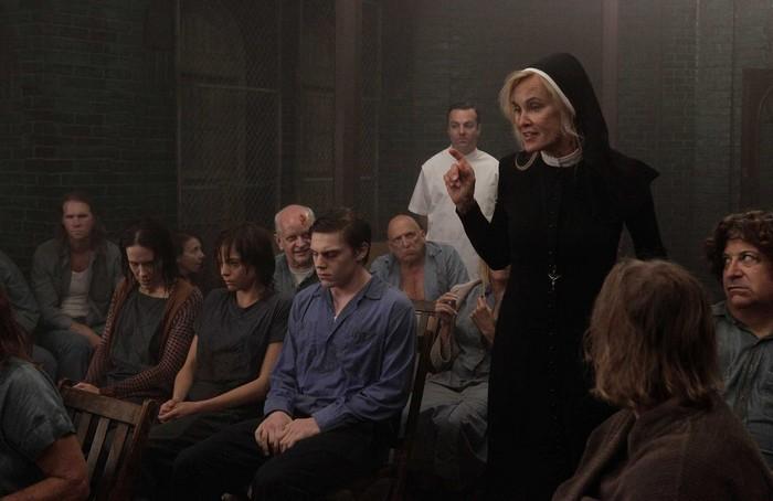 Jessica-Lange-in-American-Horror-Story-Asylum